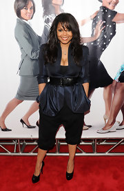 Janet showed off a pair of killer platform pumps on the red carpet. Were not big fans of her frumpy belted navy jacket, but her patent leather shoes were great, however.
