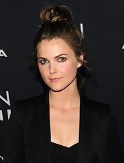 Keri Russell kept things low-key in a messy bun and minimal makeup. She let her natural features shine by pulling her hair up and off her face.