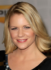 Carrie Keagan showed off a radiant blond cut at Spike TVs 2010 Video Game Awards.
