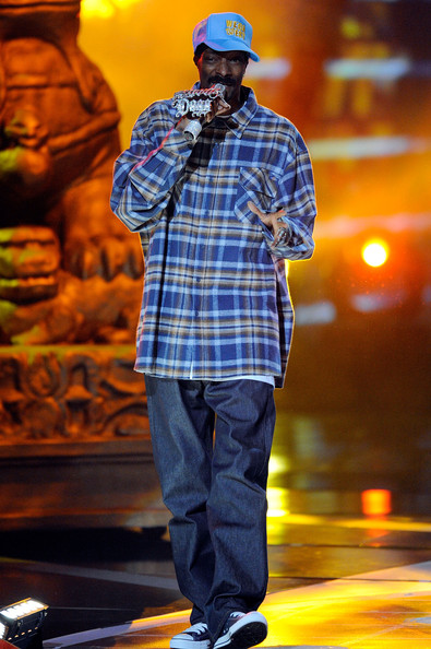 Snoop Dogg performed in a plaid flannel shirt.