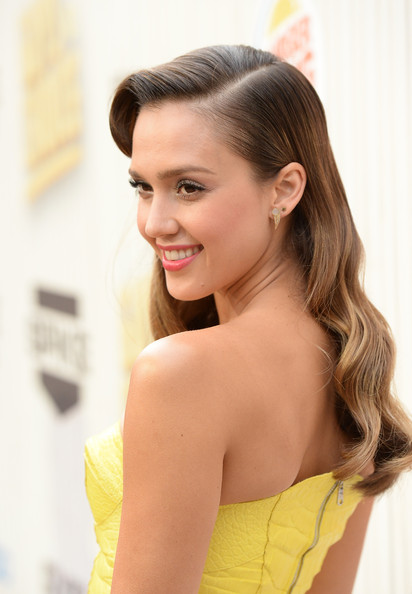 More Pics of Jessica Alba Long Wavy Cut (2 of 57) - Long Wavy Cut Lookbook - StyleBistro