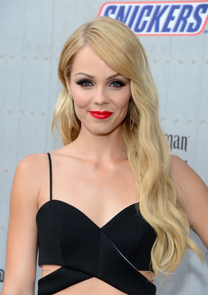 Laura Vandervoort wore her hair long and wavy with side-swept bangs during Spike TV's Guys Choice 2014.