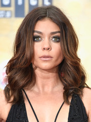 Sarah Hyland injected some edge with a smoky eye.