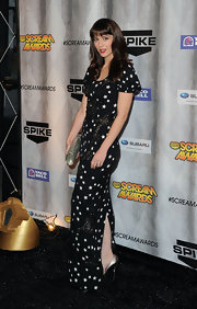 Mary Elizabeth Winstead jumped on the star-print trend in a floor-sweeping gown at the Spike Scream Awards.