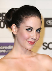 Alison Brie's voluminous bun during Spike TV's Scream 2010 had a retro feel.