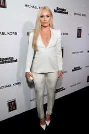 Lindsey Vonn kept it sleek and elegant in a white Armani suit at the Sports Illustrated 2017 Fashionable 50 celebration.