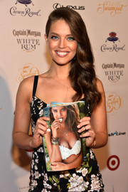 Emily DiDonato looked very feminine with her side sweep during the LIV Nightclub.