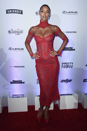 Lais Ribeiro matched her dress with red Kurt Geiger pumps.