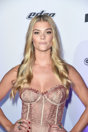 Nina Agdal looked like Barbie with her perfect blonde waves at the Sports Illustrated Swimsuit 2017 NYC launch.