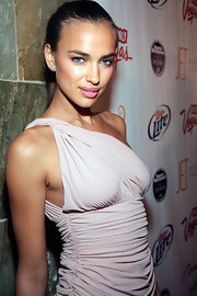 Irina Shayk paired her one-shoulder dress with sparkling earrings studs.