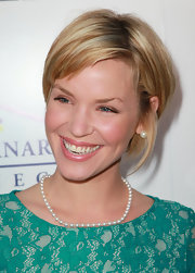 Ashley Scott shows off this sexy sassy bob hairstyle.
