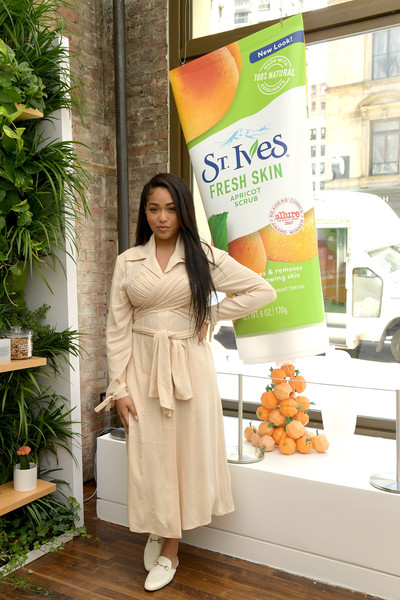 Jordyn Woods finished off her outfit with a pair of cream-colored slippers.