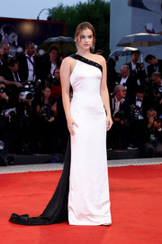 Barbara Palvin was sleek and elegant in an asymmetrical white Armani Prive gown with a contrast neckline and train at the Venice Film Festival screening of 'A Star is Born.'