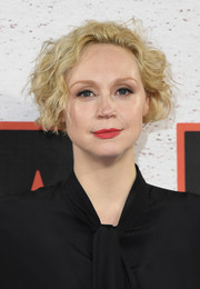 Gwendoline Christie rocked a messy curly bob at the 'Star Wars: The Last Jedi' photocall.