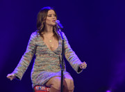 Maren Morris performed during Stars and Strings 2017 wearing a chic tweed maternity dress.