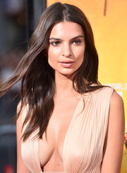 Emily Ratajkowski framed her gorgeous face with sweet boho waves for the premiere of 'We Are Your Friends.'