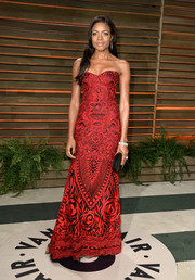 Naomie Harris was red-hot at the Vanity Fair Oscar party in a Naeem Khan strapless gown featuring an exotic pattern.