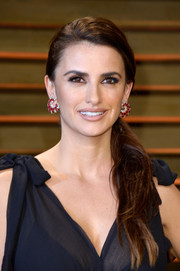 Penelope Cruz deglammed with this simple ponytail for the Vanity Fair Oscar party.
