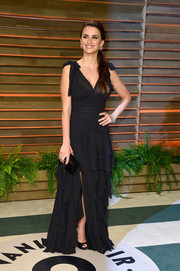 Penelope Cruz looked adorably feminine at the Vanity Fair Oscar party in a black H&M Conscious Exclusive Collection gown with a tiered skirt and bowed shoulders.