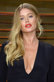 Doutzen Kroes topped off her Vanity Fair Oscar party look with an edgy side sweep.