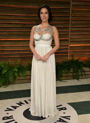 Olivia Munn attended the Vanity Fair Oscar party looking like a Greek goddess in this vintage white Alexander McQueen gown.