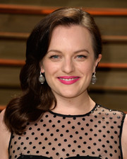 Elisabeth Moss wore an oh-so-lovely curly side sweep during the Vanity Fair Oscar party.