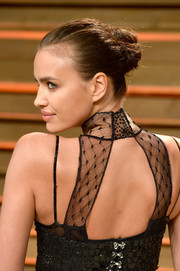 Irina Shayk opted for a classic bun to complement her sexy dress at the Vanity Fair Oscar party.