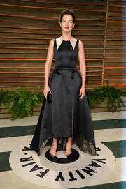 Cobie Smulders donned a black fit-and-flare gown by Honor for the Vanity Fair Oscar party.