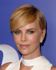 Charlize Theron looked downright gorgeous with her short side-parted 'do at the Variety Power of Women event.