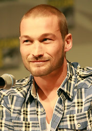 Andy Whitfield sported a super-short low-maintenance buzzcut at the 2010 Comic-Con.