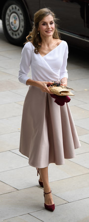 Queen Letizia of Spain looked very refined in a white wrap top with an asymmetrical neckline while touring London.