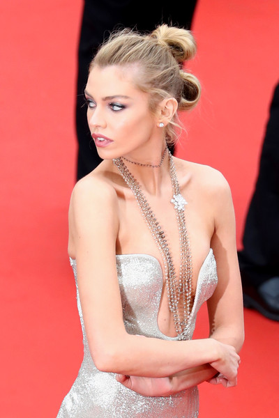 Stella Maxwell Layered Diamond Necklace [aimer et courir vite during the 71st annual cannes film festival,hair,red carpet,hairstyle,carpet,red,beauty,fashion model,blond,lady,premiere,red carpet arrivals - the 71st annual cannes film festival,sorry angel,may 10,plaire,aimer et courir vite,screening,palais des festivals,cannes,france]