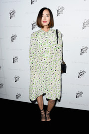 Chriselle Lim looked lovely in prints with her green and blue dress that featured an uneven hem and long-sleeves.
