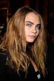 Cara Delevingne rocked messy waves at the Stella McCartney fashion show.