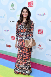 A tan tweed bag with a gold chain strap rounded out Ali Landry's look.