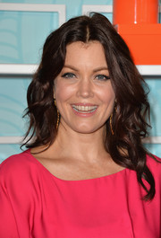Bellamy Young opted for a simple center-parted wavy hairstyle when she attended the Inspiration Awards.