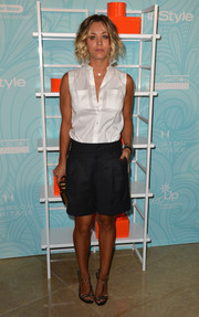 Kaley Cuoco kept the cool vibe going with a pair of navy Theonne shorts.