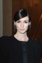 Paz Vega wore her hair short and straight with a side part when she attended the Stephane Rolland fashion show.