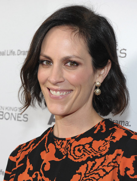 Annabeth Gish looked lovely with her subtly wavy bob at the premiere of 'Bag of Bones.'
