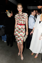 Leslie is a printed beauty in a colorful silk cocktail dress with a dramatic side slit at the Tribeca Film Festival.