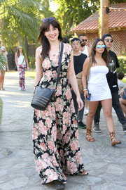 Daisy Lowe paired her dress with a chain-embellished leather shoulder bag by Coach.