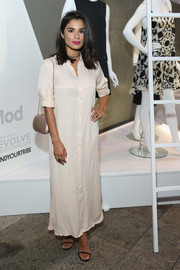 Diane Guerrero complemented her dress with a champagne satin shoulder bag.