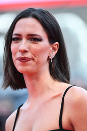 Rebecca Hall wore a pair of dangling diamond earrings for a more glamorous finish.