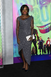 Viola Davis chose navy velvet pumps to complete her look.