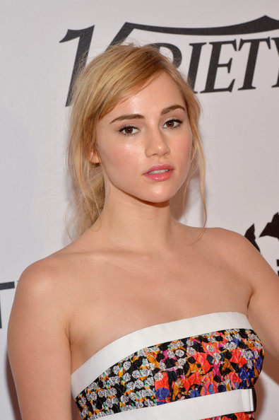 Suki Waterhouse Ponytail