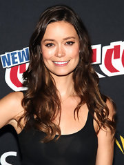 Summer Glau was ultra casual at Comic Con in New York. She wore a simple black tank and left her long hair in subtle waves.