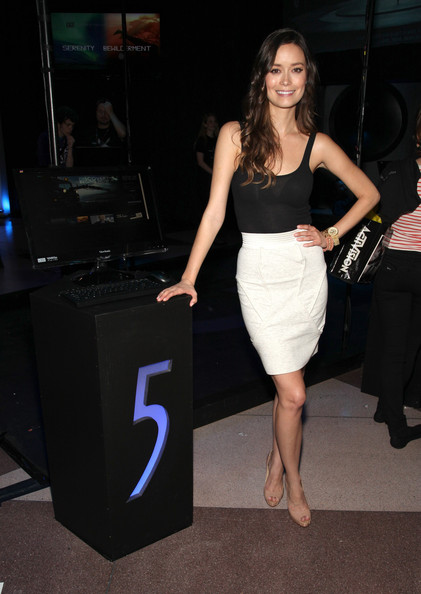 More Pics of Summer Glau Long Wavy Cut (1 of 40) - Summer Glau Lookbook - StyleBistro