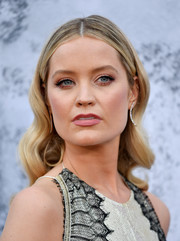 Laura Whitmore showed off an elegant wavy hairstyle at the 2019 Serpentine Gallery Summer Party.