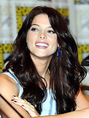 Style star Ashley Greene shined at Comic Con in a blue and white shift dress. She paired the look with a pair of vibrant gold and blue earrings.