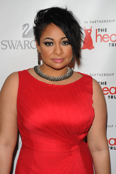 Raven completed her ravishing red dress with a sparkling collar necklace.